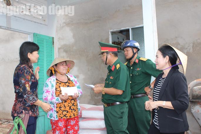 Dân Bạc Liêu kể lại giây phút kinh hoàng trận lốc xoáy cuốn phăng nhà cửa - Ảnh 6.