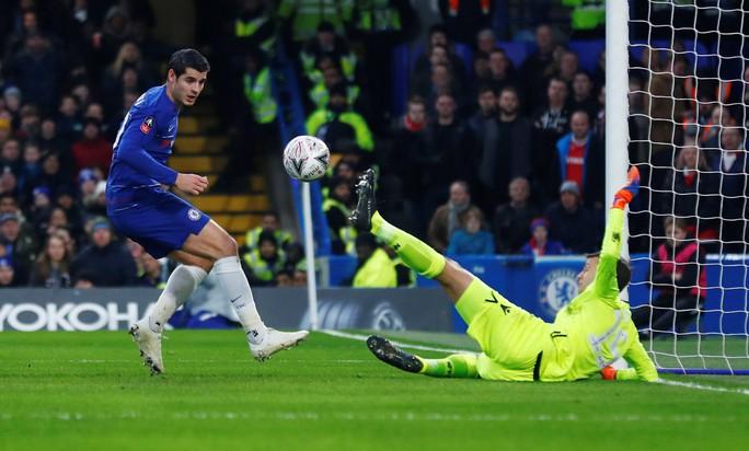 Chelsea tìm niềm vui trong ngày chia tay Fabregas - Ảnh 3.