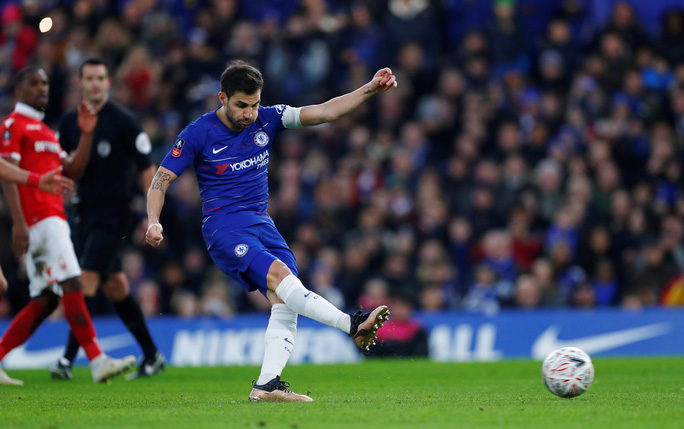 Chelsea tìm niềm vui trong ngày chia tay Fabregas - Ảnh 5.