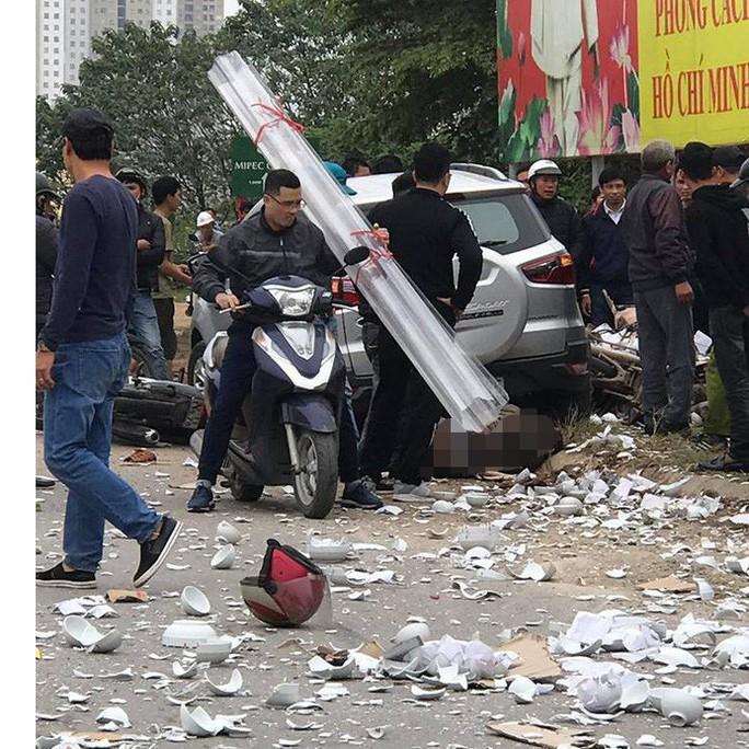 Xế hộp tông hàng loạt phương tiện, 2 vợ chồng tử vong, nhiều người bị thương - Ảnh 1.