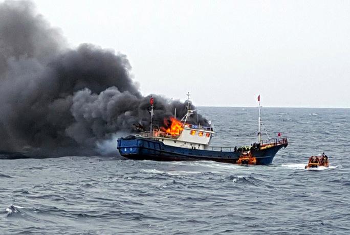 Quân đội Mỹ cảnh báo tàu cá Trung Quốc bắt nạt, đe dọa gây chiến - Ảnh 4.