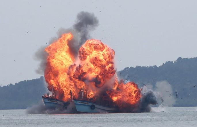 Quân đội Mỹ cảnh báo tàu cá Trung Quốc bắt nạt, đe dọa gây chiến - Ảnh 3.