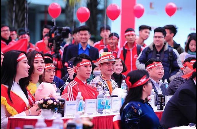 Hoa hậu Trần Tiểu Vy hồi hộp trong lần đầu hiến máu - Ảnh 28.