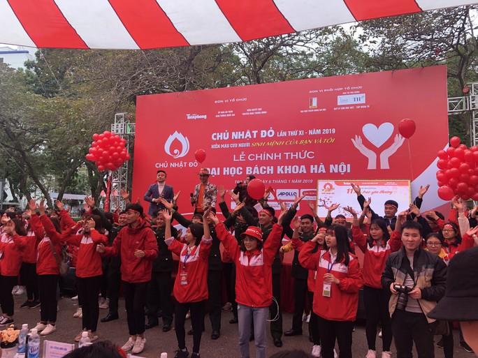 Hoa hậu Trần Tiểu Vy hồi hộp trong lần đầu hiến máu - Ảnh 20.