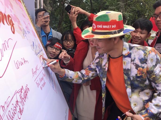 Hoa hậu Trần Tiểu Vy hồi hộp trong lần đầu hiến máu - Ảnh 24.
