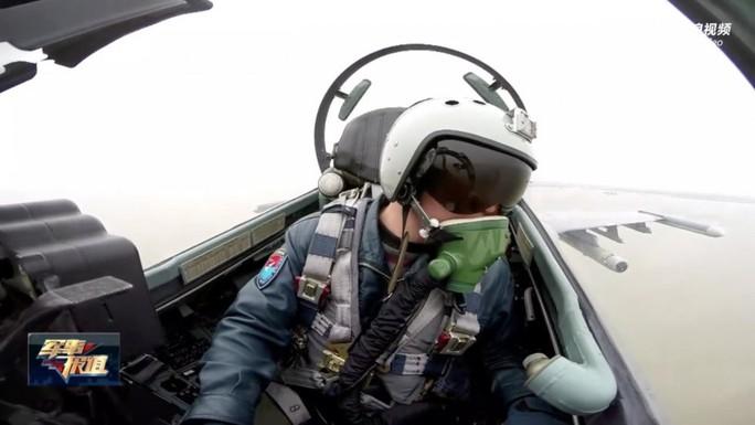 Trung Quốc tung clip gây chuyện với máy bay nước ngoài trên biển Hoa Đông - Ảnh 1.