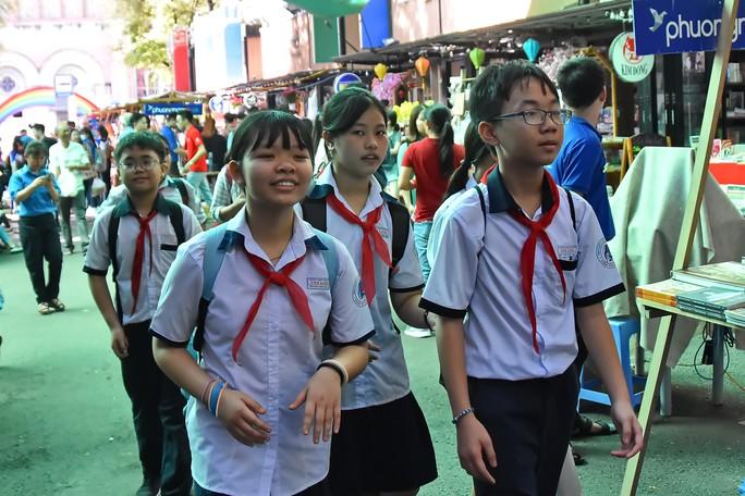 Chuyện ở đường sách Nguyễn Văn Bình - Ảnh 1.