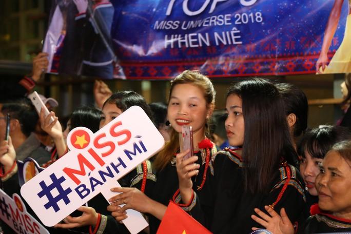 Hoa hậu H'Hen Niê về quê với nhiều dự án thiện nguyện - Ảnh 7.