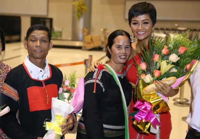 Hoa hậu H'Hen Niê về quê với nhiều dự án thiện nguyện - Ảnh 4.