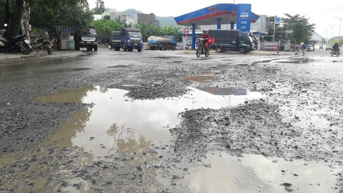 Đà Nẵng: Người dân chặn xe tải chở đất, đá để phản đối ô nhiễm - Ảnh 3.