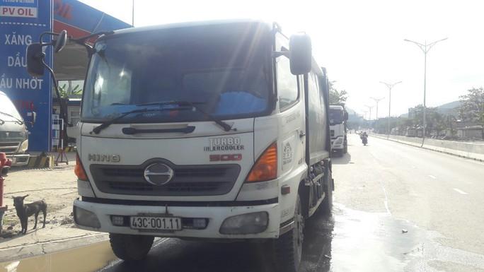 Đà Nẵng: Hết chặn xe tải, người dân lại chặn xe chở rác để phản đối ô nhiễm - Ảnh 5.