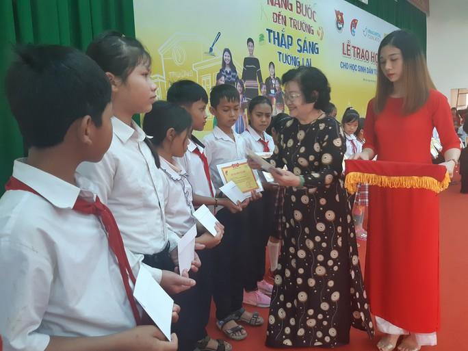 Hoa hậu H'Hen Niê: Đừng nhìn lại đằng sau hay cúi xuống - Ảnh 1.