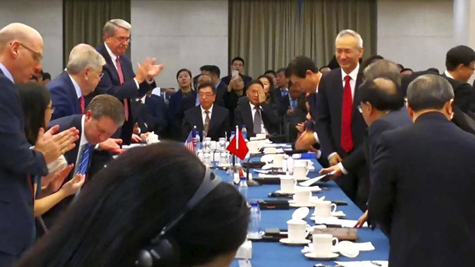 Vị khách bất ngờ xuất hiện trong đàm phán thương mại Mỹ-Trung - Ảnh 1.