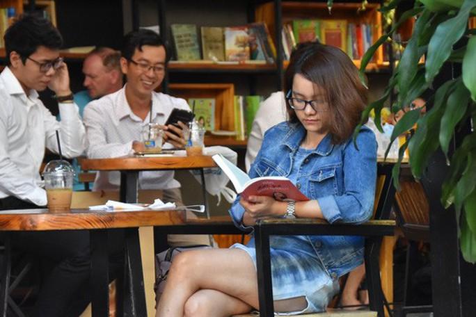 Chuyện ở đường sách Nguyễn Văn Bình - Ảnh 9.