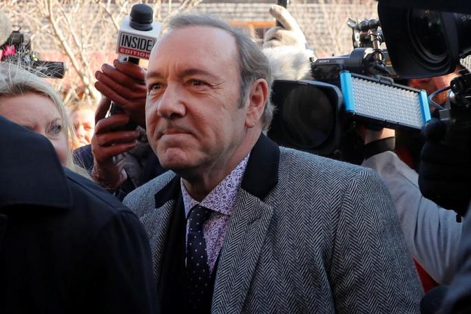 Kevin Spacey ra tòa, phủ nhận tội tấn công tình dục - Ảnh 1.