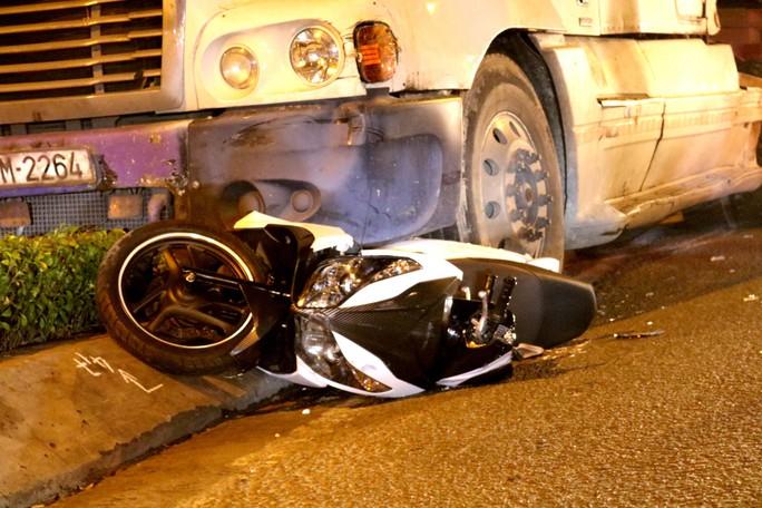 Video: Hiện trường xe container gây tai nạn nghiêm trọng ở trung tâm TP HCM - Ảnh 3.