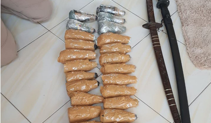 Các cửa hàng Trung Quốc tại Indonesia trở thành mục tiêu đánh bom xăng - Ảnh 1.