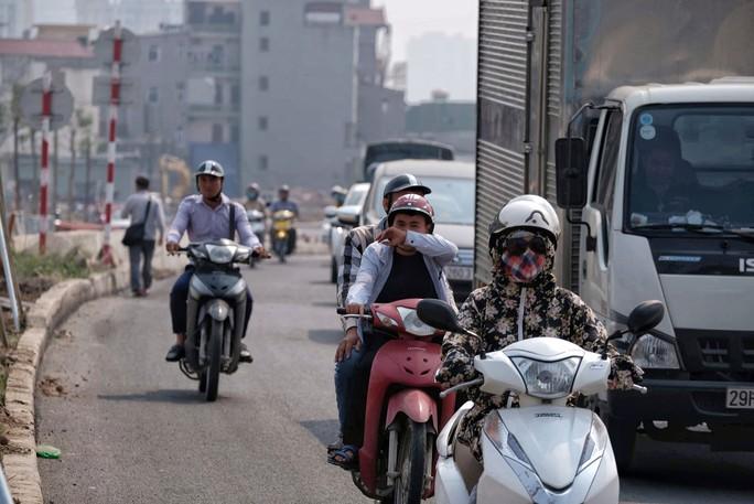 Hà Nội và TP HCM: Bụi mịn tiếp tục duy trì mức cao - Ảnh 1.