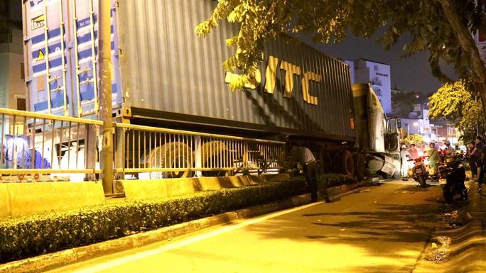 Video: Hiện trường xe container gây tai nạn nghiêm trọng ở trung tâm TP HCM - Ảnh 5.
