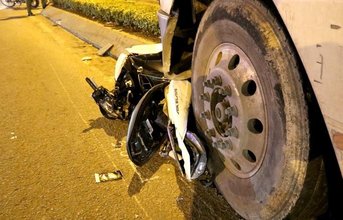Video: Hiện trường xe container gây tai nạn nghiêm trọng ở trung tâm TP HCM - Ảnh 4.
