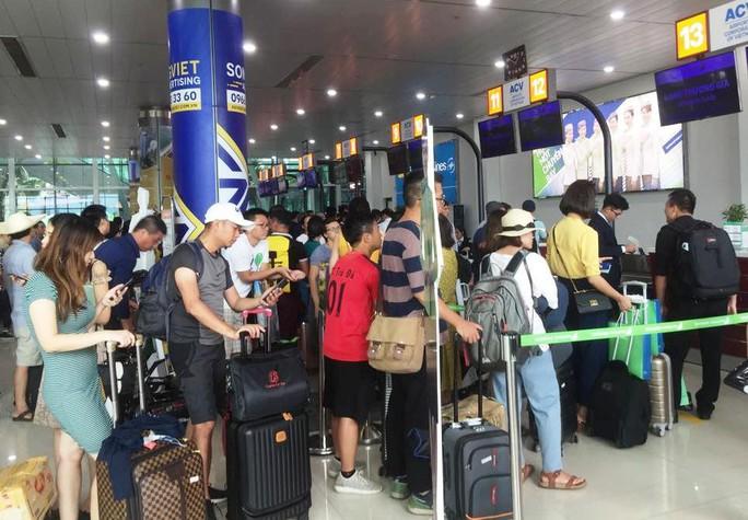 Đến sân bay muộn, nam hành khách chửi bới nhân viên hàng không - Ảnh 1.