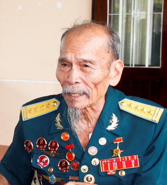 Tác phẩm đặc biệt về chân dung Anh hùng phi công - Đại tá Nguyễn Văn Bảy - Ảnh 2.