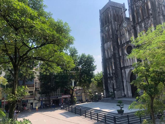 '. 30 điểm du lịch nổi tiếng ở Hà Nội sắp bị cấm hút thuốc lá .'
