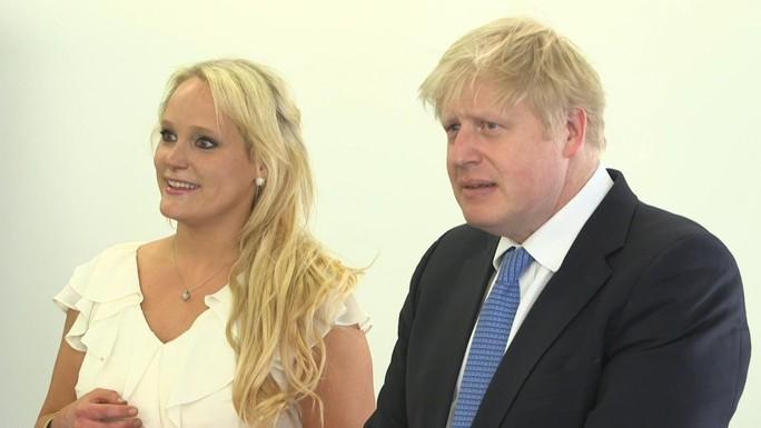 Thủ tướng Anh bác cáo buộc o bế tình nhân - Ảnh 1.