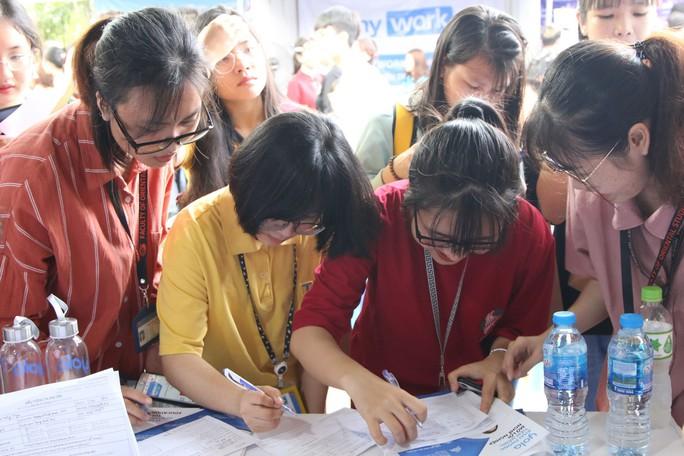 Doanh nghiệp chia sẻ kinh nghiệm xin việc cho sinh viên - Ảnh 1.