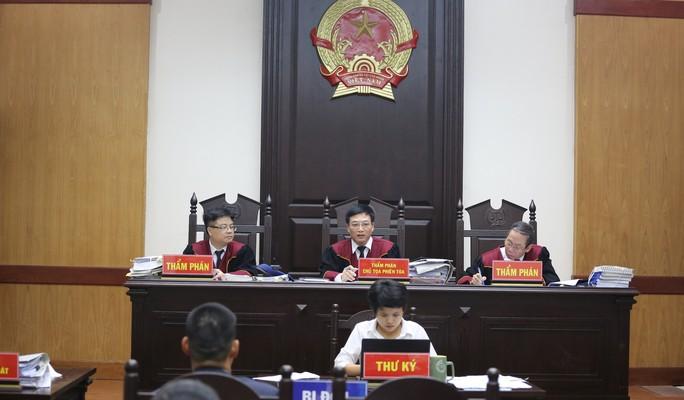 Người đại diện bị ốm, Công ty Tuần Châu xin hoãn tòa xử vụ kiện đạo diễn Việt Tú - Ảnh 1.