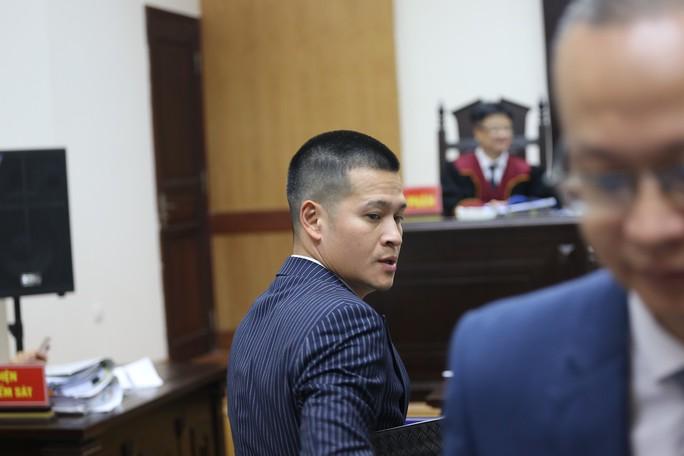 Người đại diện bị ốm, Công ty Tuần Châu xin hoãn tòa xử vụ kiện đạo diễn Việt Tú - Ảnh 2.
