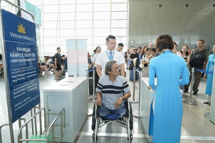 Người khuyết tật, phụ nữ có thai đi máy bay có thể đăng ký trực tuyến dịch vụ đặc biệt - Ảnh 1.