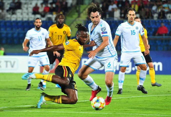Tấm vé đầu tiên dự EURO 2020 vẫy gọi đội bóng số 1 hành tinh - Ảnh 4.