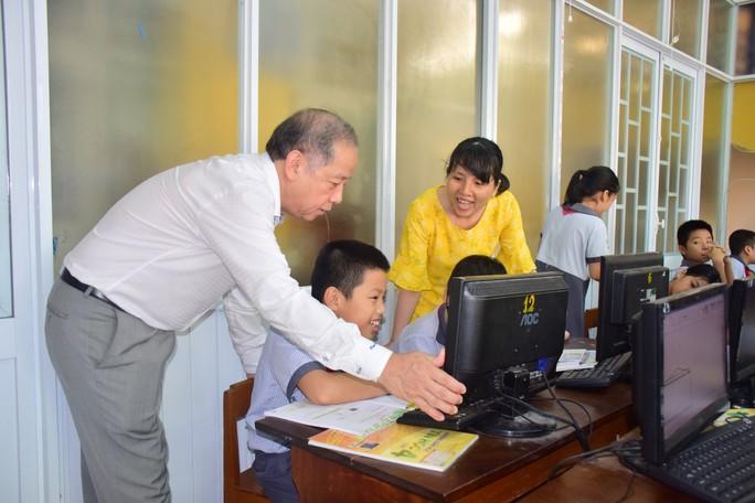 Chủ tịch tỉnh Thừa Thiên- Huế bất ngờ vào dự giờ lớp học - Ảnh 3.