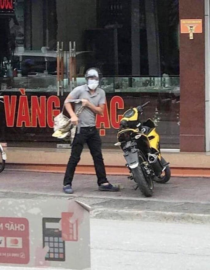 Bắt được nghi phạm dùng súng cướp tiệm vàng tại Quảng Ninh - Ảnh 2.