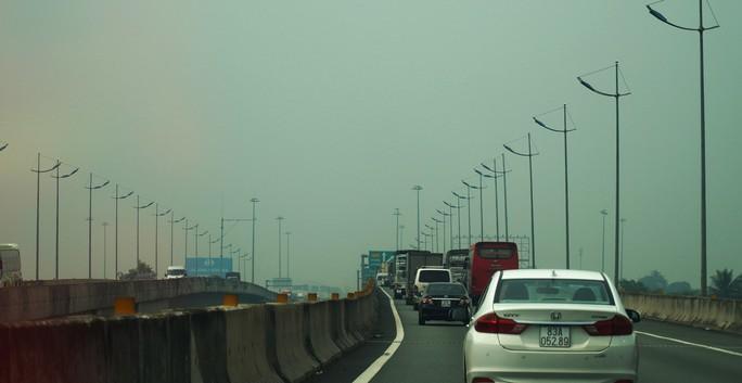 Bầu trời miền Tây đi qua cao tốc TP HCM - Trung Lương trắng đục - Ảnh 2.