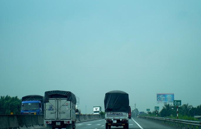 Bầu trời miền Tây đi qua cao tốc TP HCM - Trung Lương trắng đục - Ảnh 7.