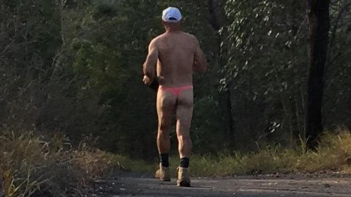 """Người đàn ông Úc khỏa thân như ở """"Mã Pí Lèng""""bị điều tra - Ảnh 1."""