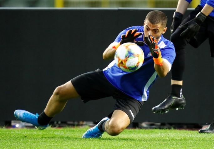 Tấm vé đầu tiên dự EURO 2020 vẫy gọi đội bóng số 1 hành tinh - Ảnh 3.