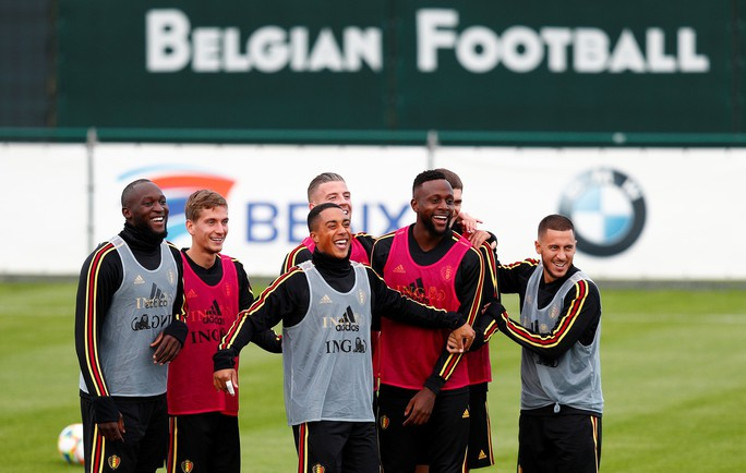 Tấm vé đầu tiên dự EURO 2020 vẫy gọi đội bóng số 1 hành tinh - Ảnh 6.