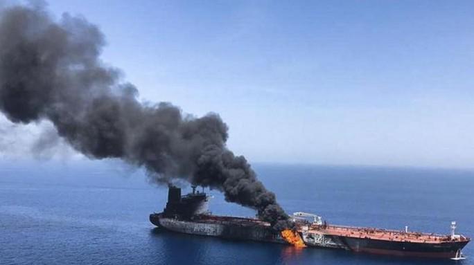 Tàu dầu Iran nghi bị tấn công khủng bố gần cảng Ả Rập Saudi - Ảnh 1.
