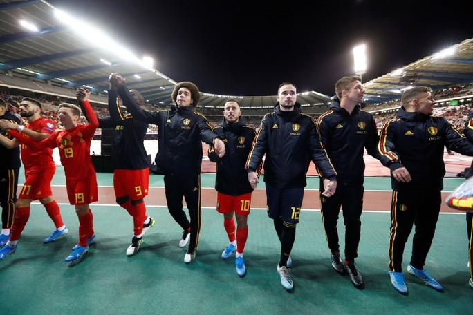 Lukaku lập kỷ lục ghi bàn, Bỉ giành vé đầu tiên đến EURO 2020 - Ảnh 6.