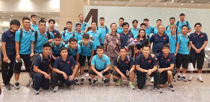 Đội tuyển Việt Nam đã đến Bali, Tuấn Anh trấn an người hâm mộ - Ảnh 1.