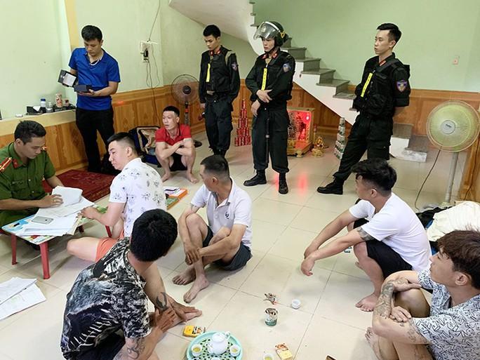 Đánh sập ổ tín dụng đen lớn nhất Quảng Bình khiến 500 người sập bẫy - Ảnh 1.