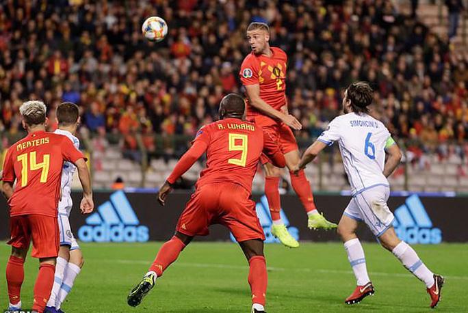 Lukaku lập kỷ lục ghi bàn, Bỉ giành vé đầu tiên đến EURO 2020 - Ảnh 4.