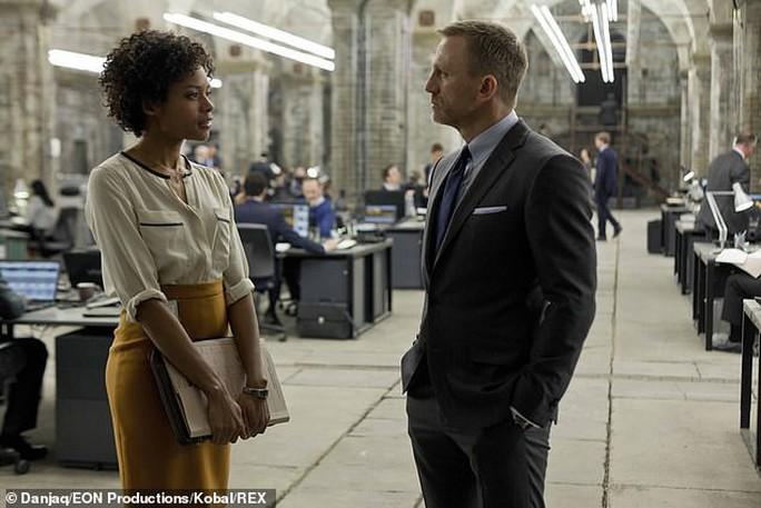 Bond girl Naomie Harris tiết lộ từng bị sàm sỡ - Ảnh 2.