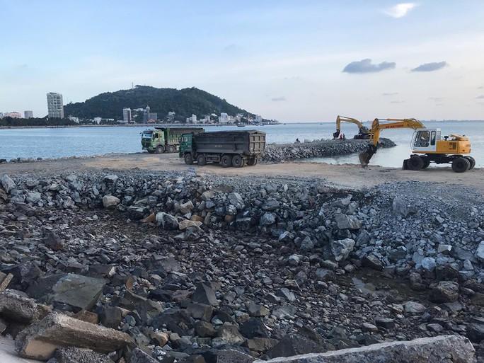 Dự án lấp biển Vũng Tàu làm thủy cung vẫn ồ ạt - Ảnh 1.