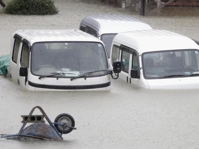 Nhật Bản ngụp lặn trong biển lũ do bão Hagibis - Ảnh 1.