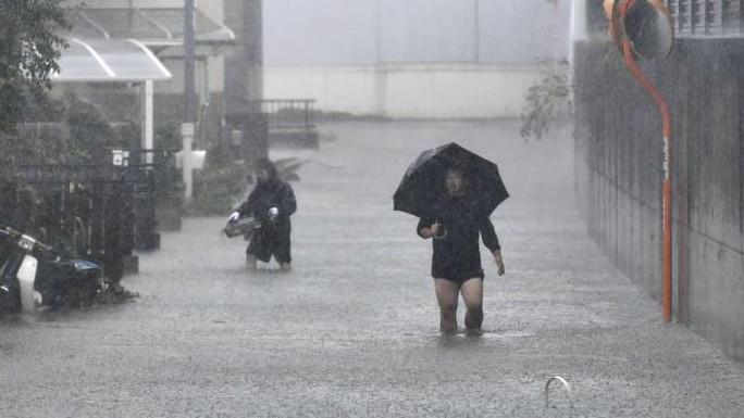 Nhật Bản ngụp lặn trong biển lũ do bão Hagibis - Ảnh 5.