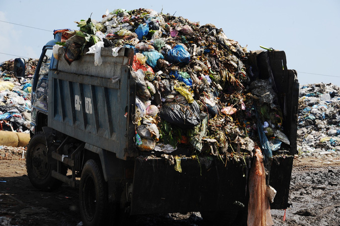 Ứ đọng hơn 270.000 tấn rác, Hội An muốn thu phí môi trường du khách - Ảnh 3.